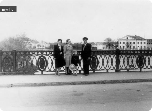 Ловать, мост, правая набережная. 1958 год