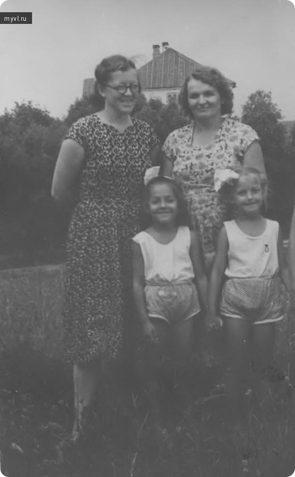 мамы, девочки 1959 год.