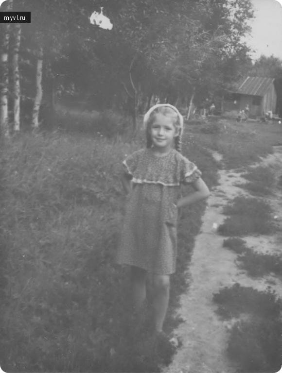 девочка  на даче 1960 год