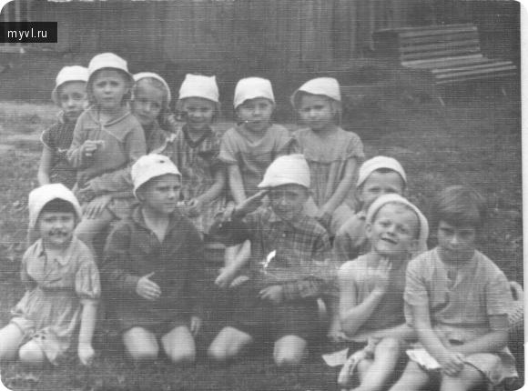 дети на игровой площадке № 2